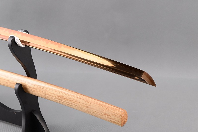 Golden-blade-samurai-sword-japanese-katana-blade-tip