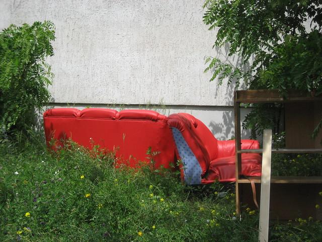 rotes sofa flickr photo sharing. Black Bedroom Furniture Sets. Home Design Ideas