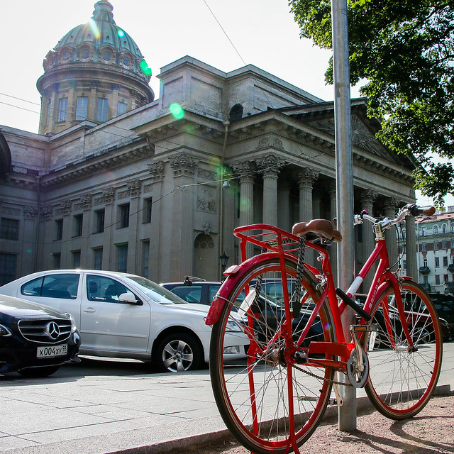 Kazan Cathedral and a red bicycle, Saint Petersburg, Russia サンクトペテルブルク、カザン聖堂と赤い自転車