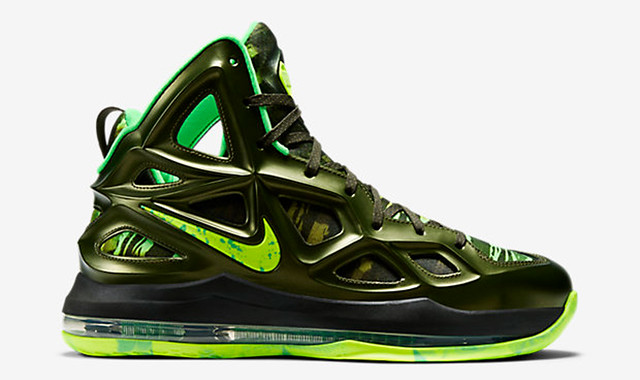 30 Sneakers You Wouldn't Expect to Be on Sale Right Now 6