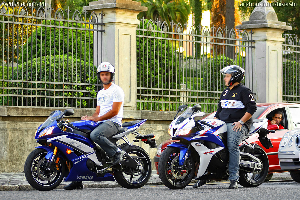Yamaha R Vs Honda Cbr