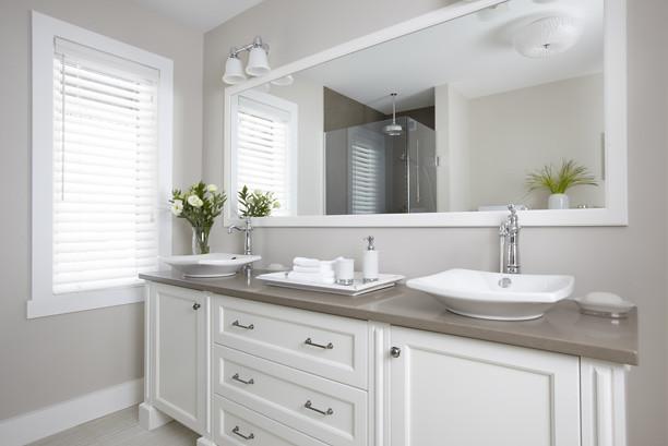 salle de bains classique armoires de salle de bains de. Black Bedroom Furniture Sets. Home Design Ideas