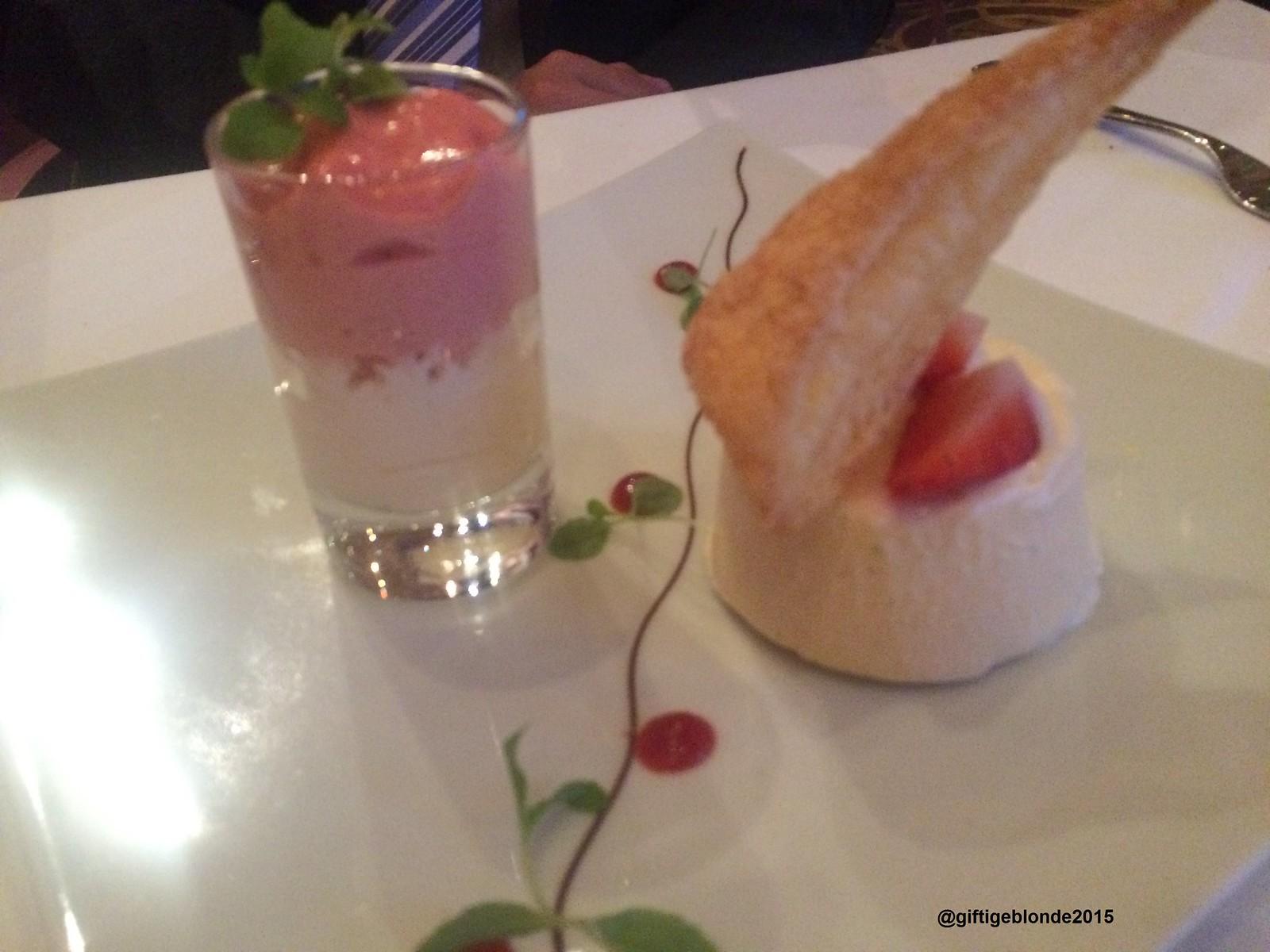 Vanille-Gallianoparfait, Erdbeerespuma, Beerengel