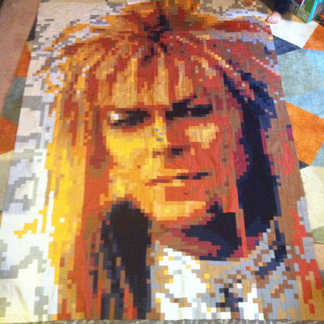 And he is complete!!! #youpatch #pixelatedquilt #dancemagicdancequilt #davidbowie #labrynith #jareth #pixelquilt