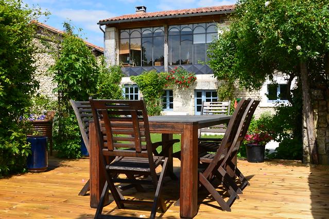 mobilier de jardin sur imitation parquet flickr photo sharing. Black Bedroom Furniture Sets. Home Design Ideas