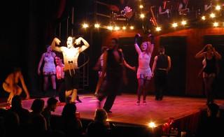 Kit Kat Klub, Stage Center