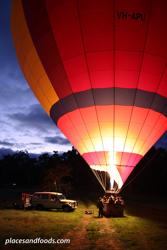 yarra valley hot air balloon with car