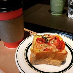 breakfast @ tsutaya with @cycling_walking_eating_talking #breakfast #lucua1100 #tsutaya