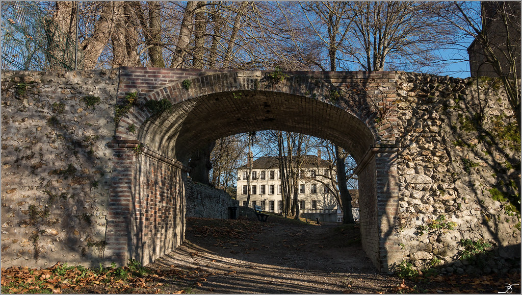 Vileneuve sur Yonne 30524626653_18913fc968_b