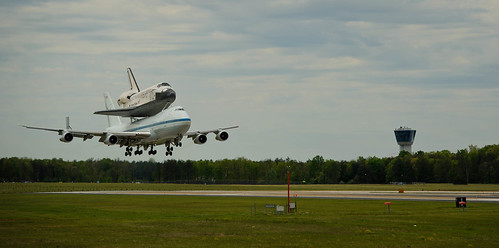 Space Shuttle Discovery Landing (201204170032HQ) | by NASA HQ PHOTO