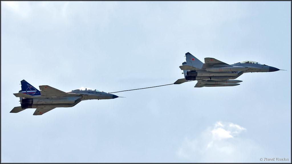 MiG-35 refueling from MiG-29K | Pavel Vanka | Flickr