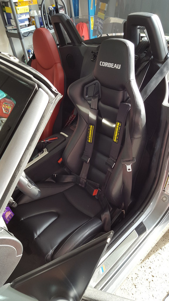 Help Corbeau seats in Z4 Also I dont understand seat mounting