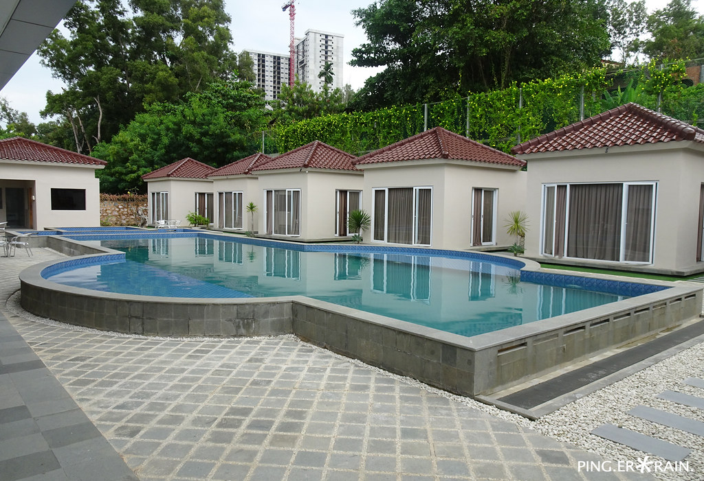 Swimming pool and Massage Villas