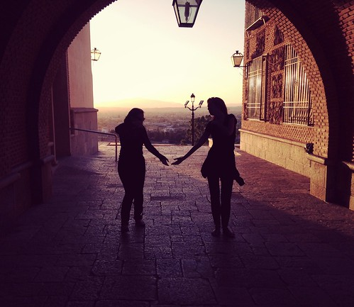Toma mi mano // Hold my hand