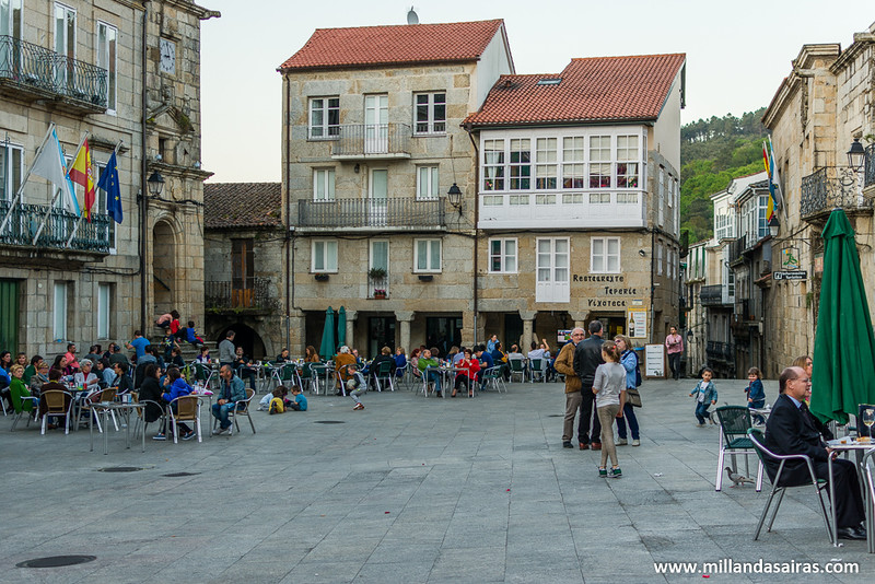 Tarde de terraceo en la Plaza Mayor de Ribadavia