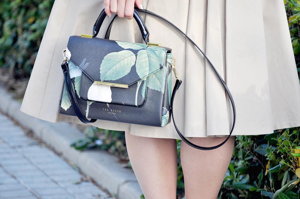 valencia blogger influencer moda something fashion, ted baker domina lady vintage bag, burberry outfit dress, prada earrings zara sandals, medium short curly hairstyle cut, valencia spain fashion blogger, how to wear vintage dress outfit