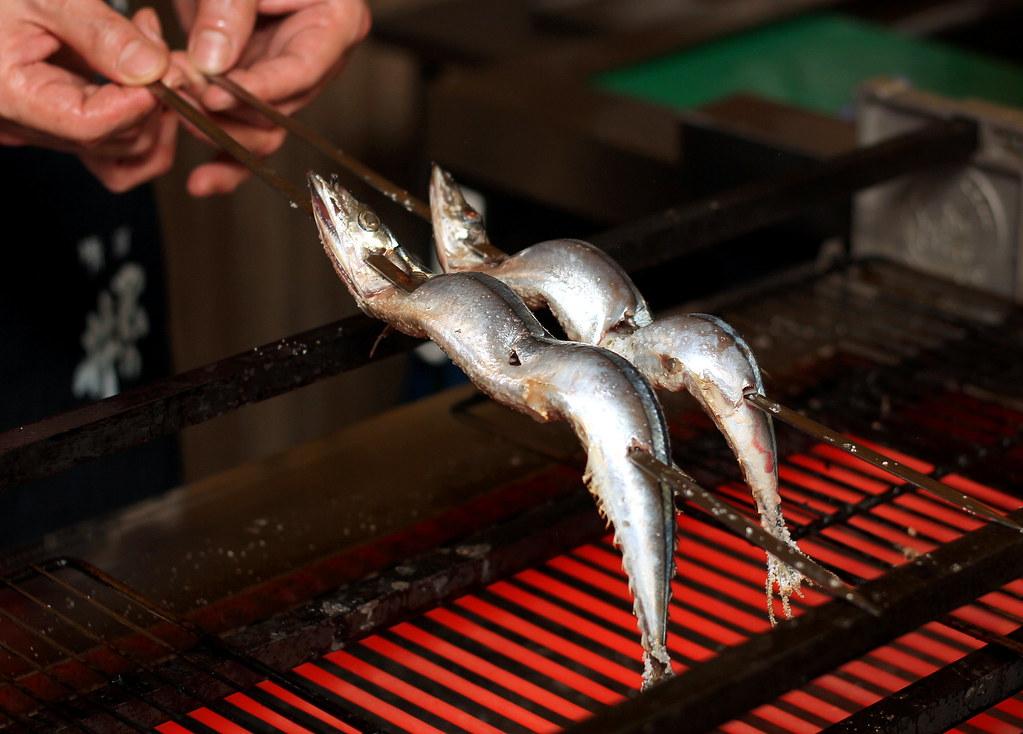 kurama-robatayaki-chef-grilling-fish