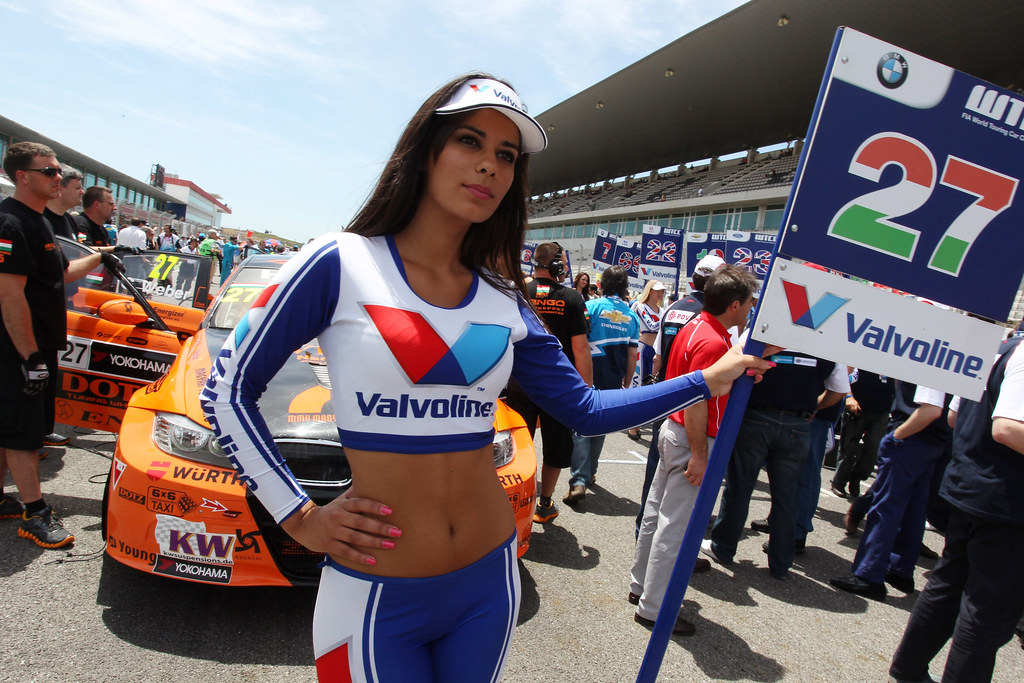 Valvoline Grid Girl At The Starting Line The 2012 Fia