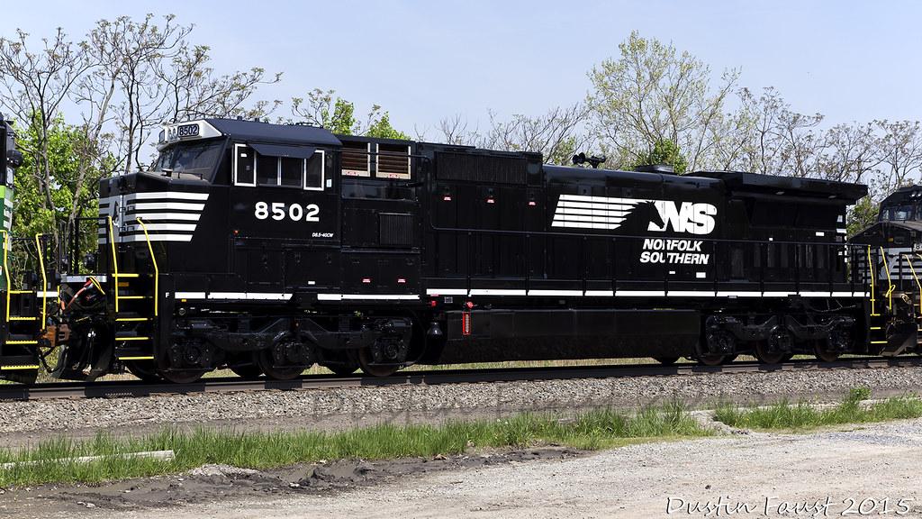 NS 8502 C40-8.5 | NS 8502 C40-8.5 trailing on NS 36A ...: https://www.flickr.com/photos/127940900@N03/17514461442