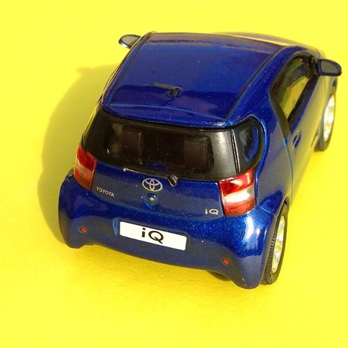 Hongwell Cararama 1:43 Toyota IQ