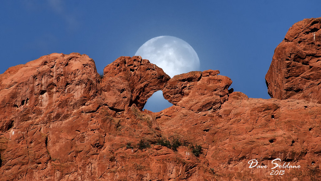 moon in back of kissing camels garden of the gods colorad flickr