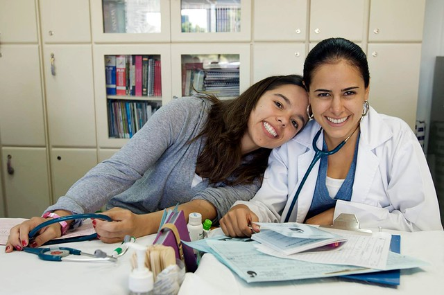 Pros and Cons of Becoming a Medical Assistant