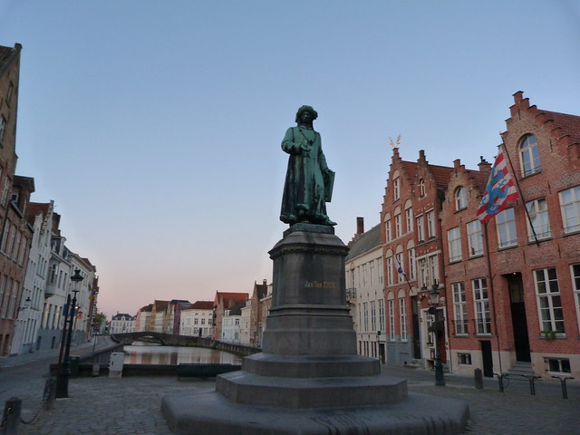 Plaza Van Eyck en Brujas (Flandes)