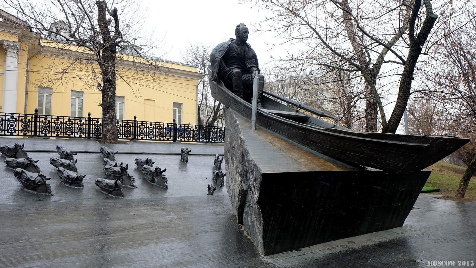 Памятник Шолохову на Горьковском бульваре, Москва