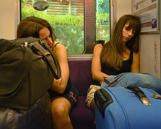 Dormidas en el tren que cogimos desde Hakone a Tokio