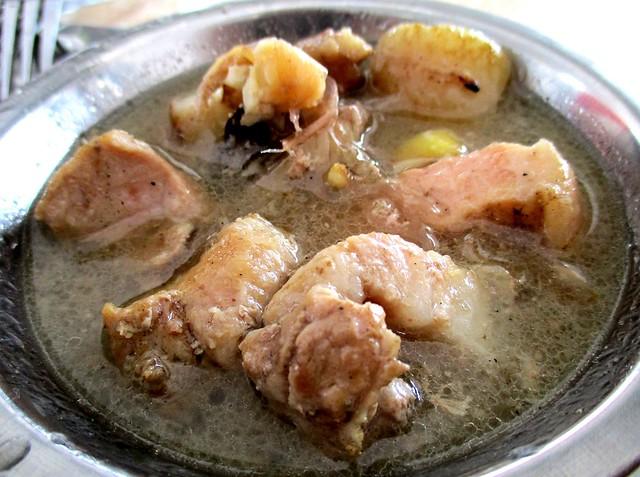 Anak Borneo babi pansoh, one serving