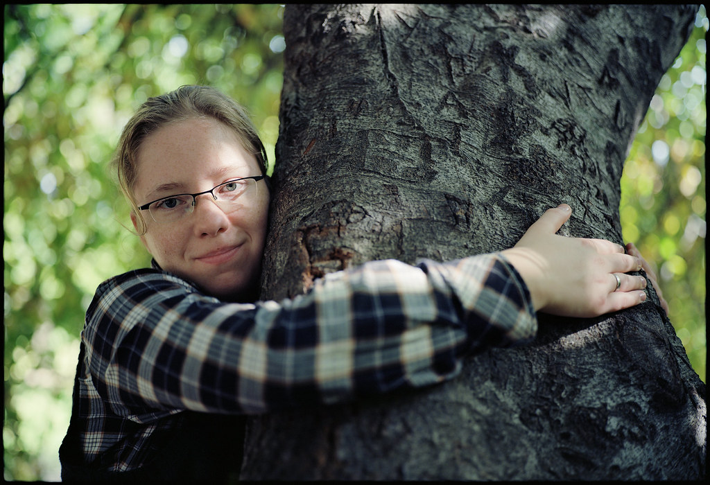 NYC - Brooklyn Botanic Garden - Kathi under the weeping willow ...
