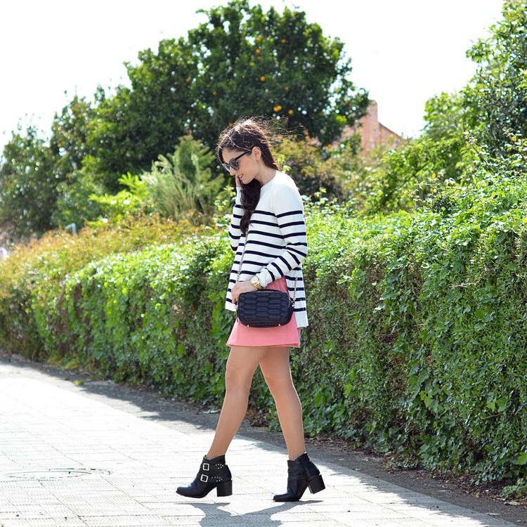 zara_ootd_outfot_navy_stripes_shorts_botas_como_combinar_02