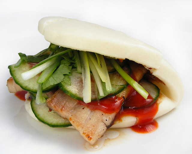Gestoomd broodje gua bao met speklap