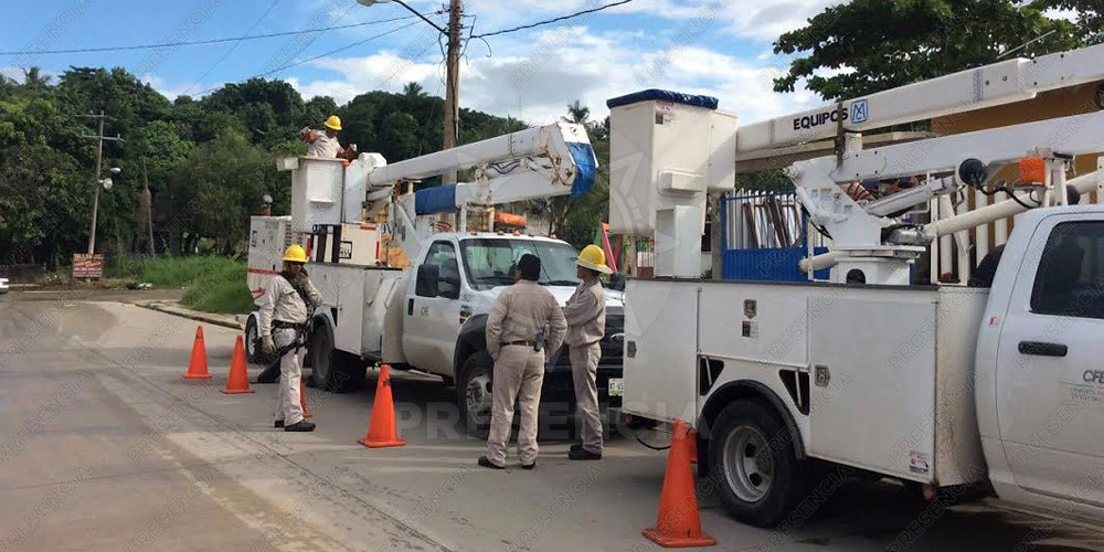 En la colonia Cuauhtémoc, la empresa envió un par de cuadrillas de trabajadores para colocar una planta de diesel debido a que decenas de familias habían estado sin luz, lo cual lo calificaron como un remedio casero.