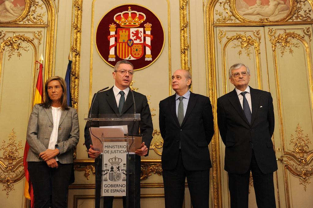 Los ministros de justicia interior y sanidad y el fiscal flickr for Min interior y justicia