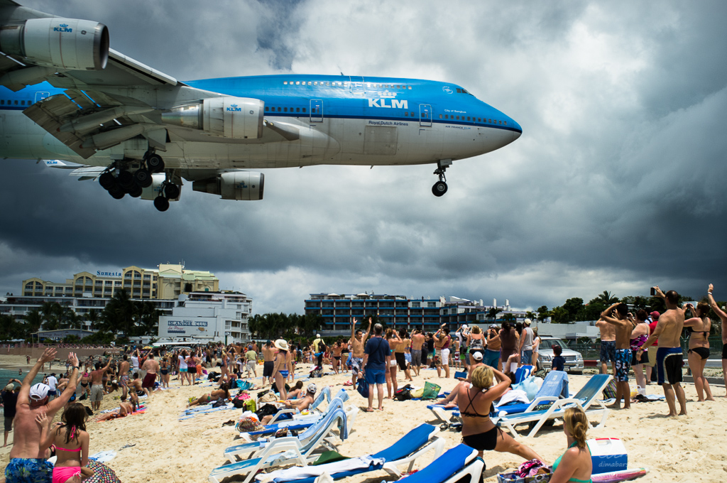 Terrasse Zurich Airport : The Big One KLM Boeing 747 coming in for landing St
