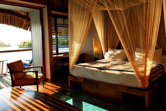 Le meridien bora bora interior overwater bungalow for Interior design di bungalow artigiano
