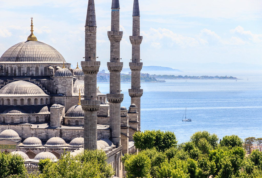 The Blue Mosque (Sultan Ahmet Camii) and the blue sea, Ist…  Flickr