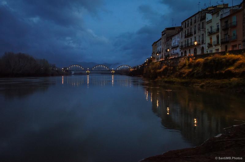El Pont de Móra y el río Ebro en el crepúsculo