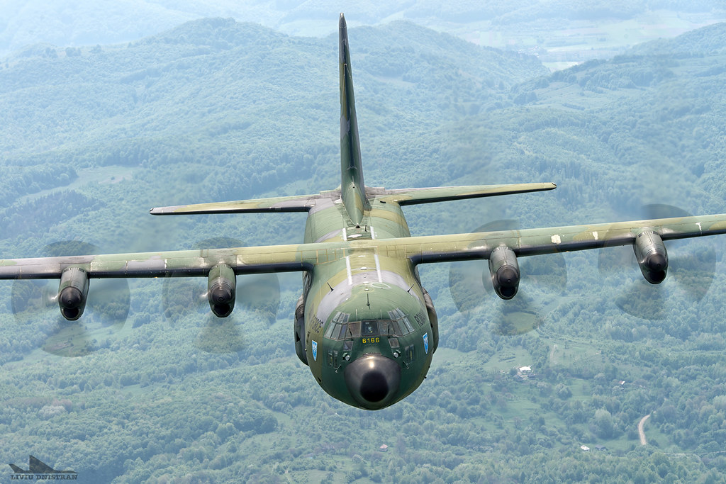 RoAF C130 Hercules in zbor 17562526295_278d4f00bf_b
