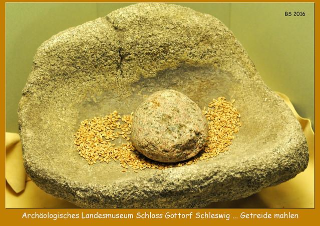 Schleswig 2016 - Archäologisches Landesmuseum Schloss Gottorf - Urgeschichte Frühgeschichte ... Steinzeit, Eisenzeit ... Moorleichen - Fotos und Collagen: Brigitte Stolle