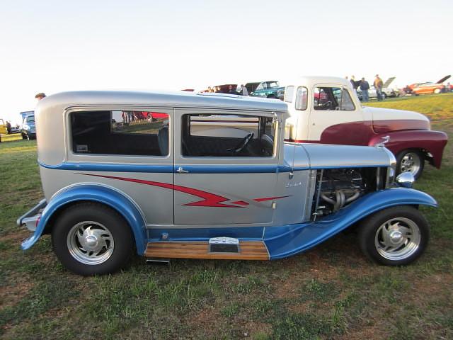 1932 plymouth sedan first motor menders cruise night of for 1932 plymouth 2 door sedan