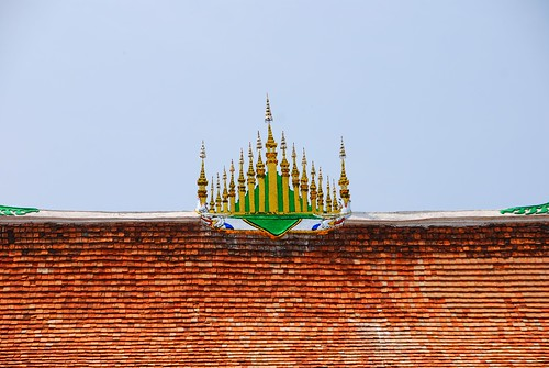 wat roof | by stickychopsticks