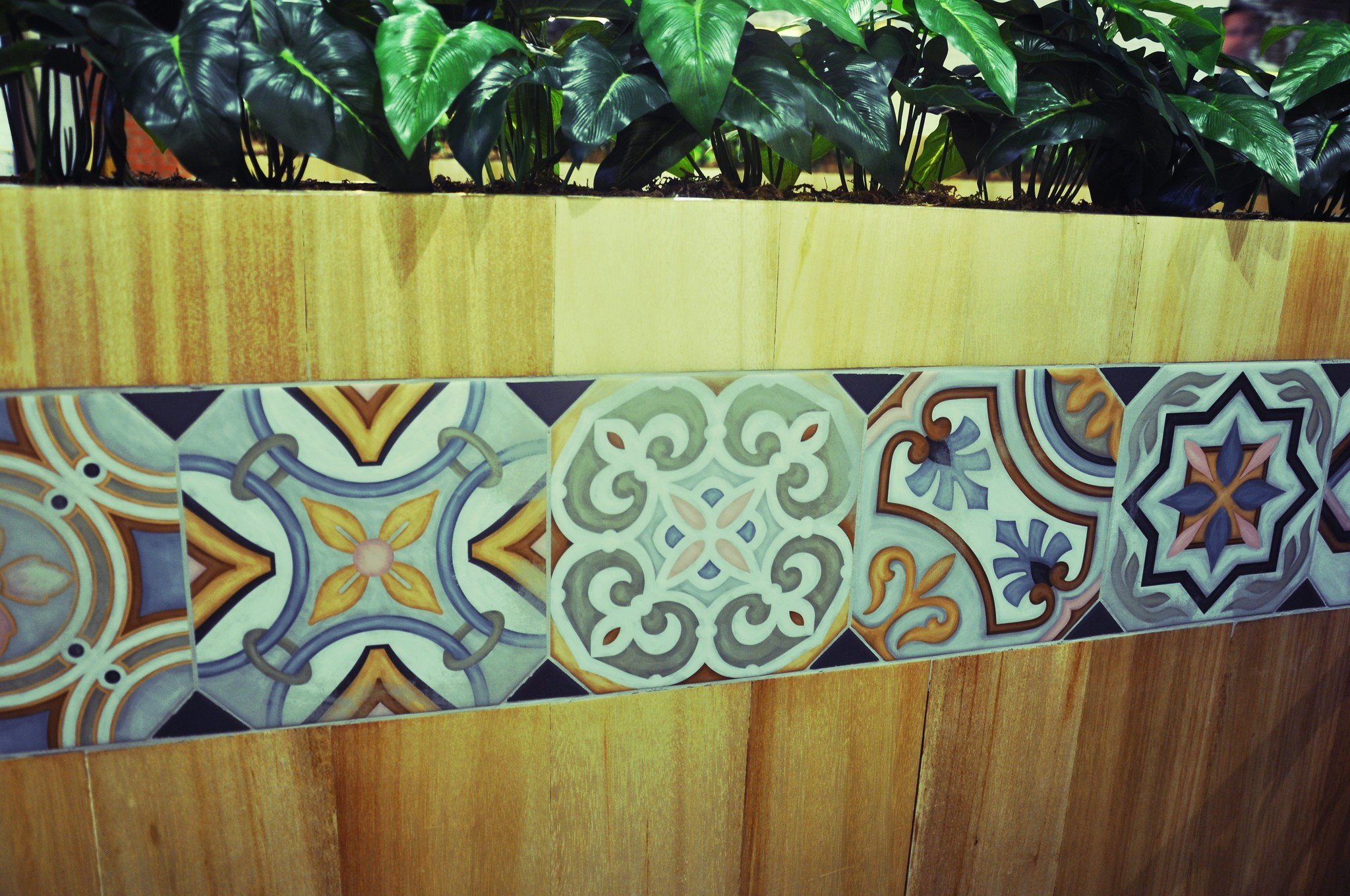Tiled plant holder