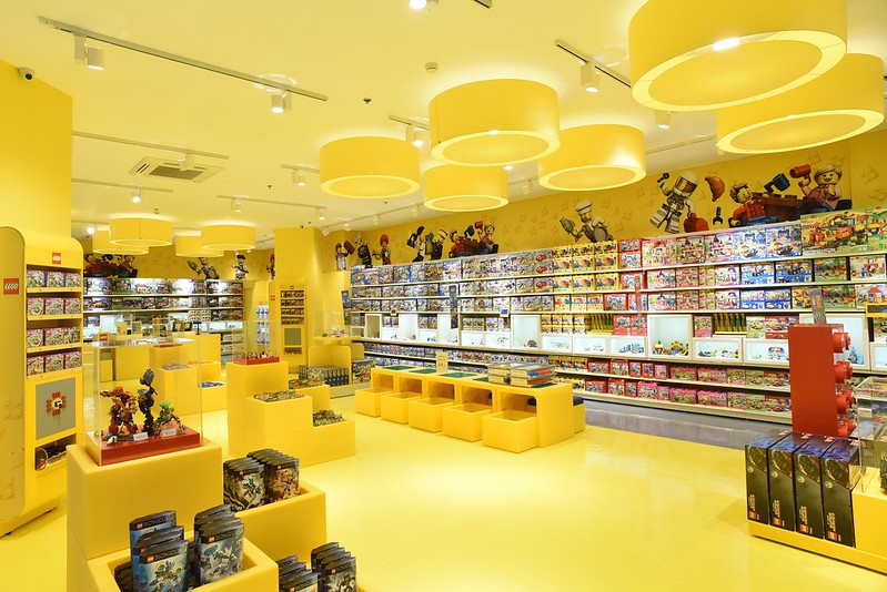 Lego store at The Fort