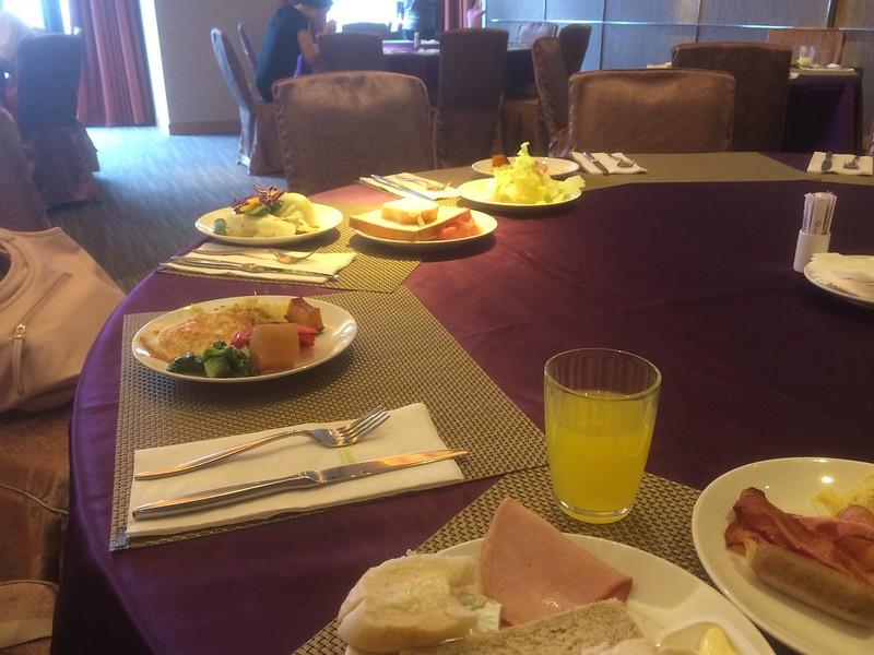 8階で朝食