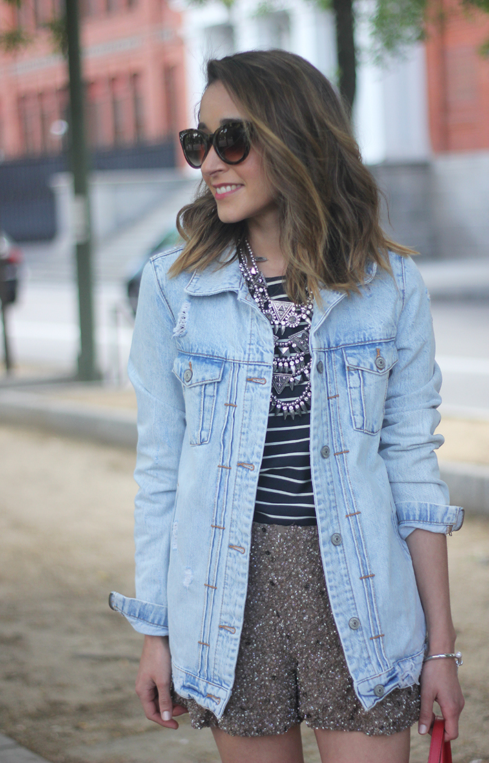 denim jacket sequins shorts striped top outfit08