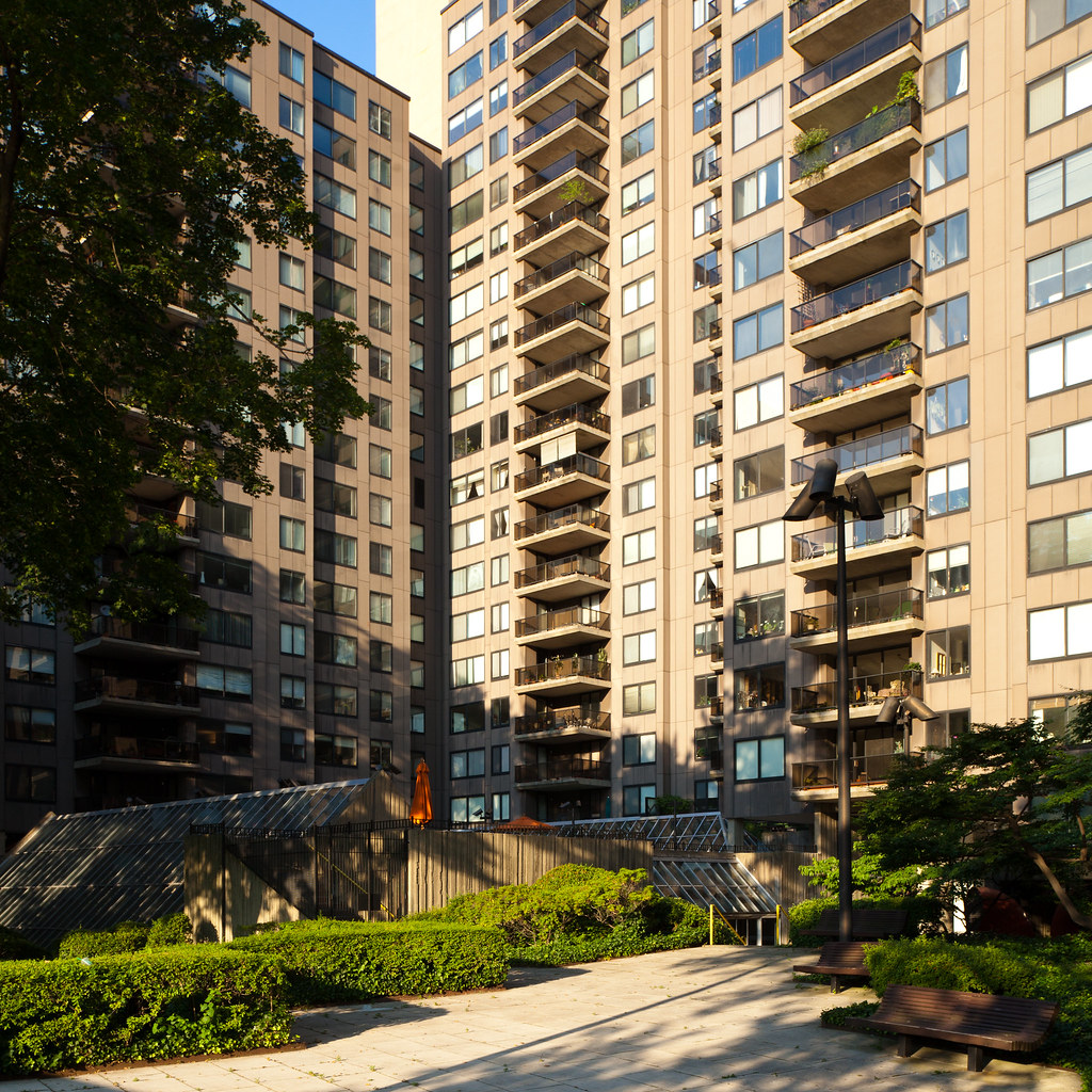 Roosevelt Island Apartments: Roosevelt Island - Rivercross 1
