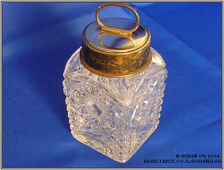קופסת אחסון לטבק כחלק מהאוסף של קופסאות למוצרי עישון