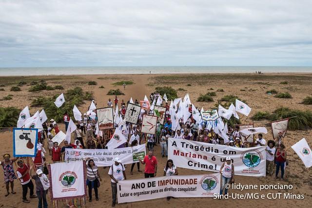 Atingidos pela Samarco começam marcha pelo caminho da lama